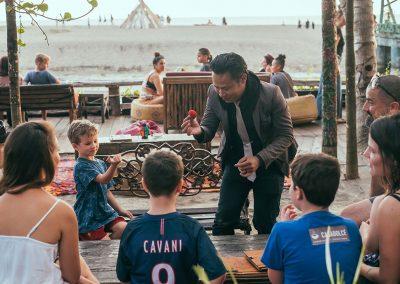 la-laguna-bali-sunday-market-magician-1